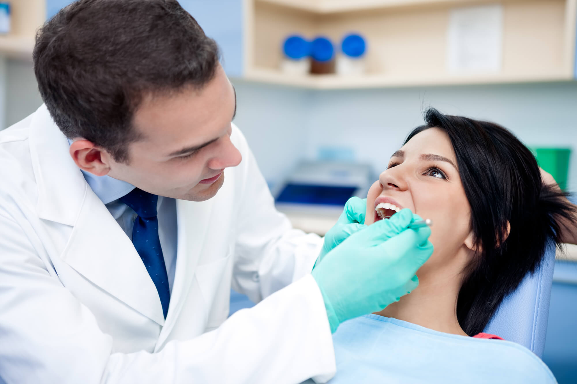 where can i see a dentist near miami airport?
